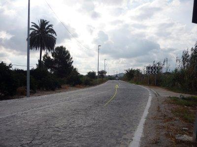 Foto nº4. Otra imagen de la carretera de Hurchillo, se aprecia que su dificultad sería similar a la de los tramos más sencillos de Paris-Roubaix. Kilómetro 3.