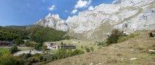 El Parador de Fuente Dé - Río Deva, en plenos Picos de europa cántabros, es uno de los exponentes del turísmo de naturaleza de la Red. Click para entrar a su página. Foto de parador.es.