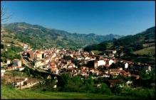 Vista de Pola de Lena. Foto de Pañeda en Panoramio.