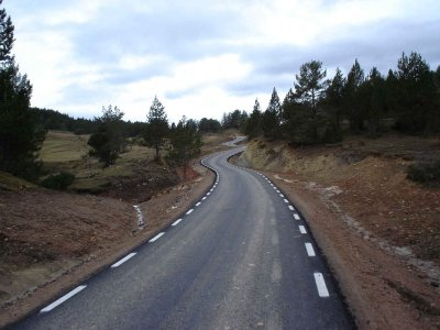 Precioso tramo asfaltado en 2006, poco antes de que aparezca al tierra. Foto de Morgar.