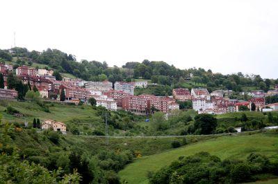 Viste de Tineo. Foto de Sitomon en Wikipedia.