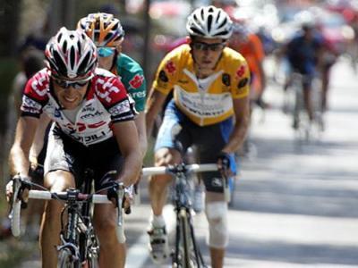 Sastre, Menchov y Heras, el podio de La Vuelta 2005 en solitario en Navacerrada. Foto de AFP.