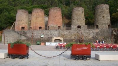 Los antiguos hornos de A Pontenova serían un buen lugar para la  meta y el podio. Foto de Marcos Folgueira.