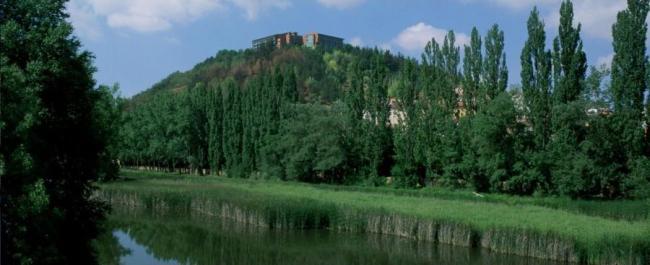 El Parador de Soria en lo alto del Cerro del Castillo. Click para visitar su página. Foto de Parador.es.