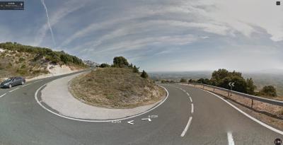La buena carretera del Puerto de Herrera disimula sus rampas a la vista.