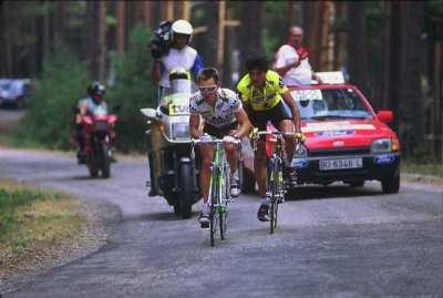 Las duras rampas de Neila son un clásico de la Vuelta a Burgos. Mottet y Chozas en 1991. Foto de echozas.com.