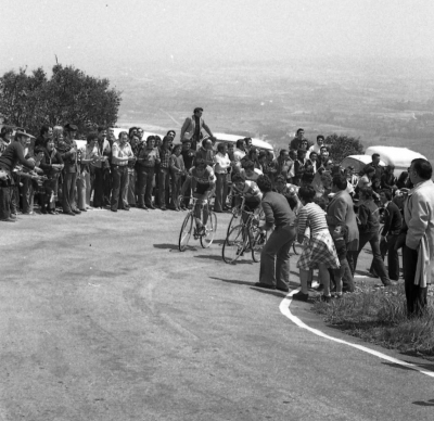 Ocaña y los Kas subiendo Herrera en 1976. Foto de Juan Díez del Corral.