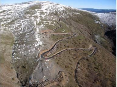 Las curvas finales del Puerto de Montenegro por Viniegra.