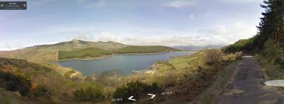 El Embalse de Navamuño, bajando de La Garganta hacia Candelario. De Google Street View.